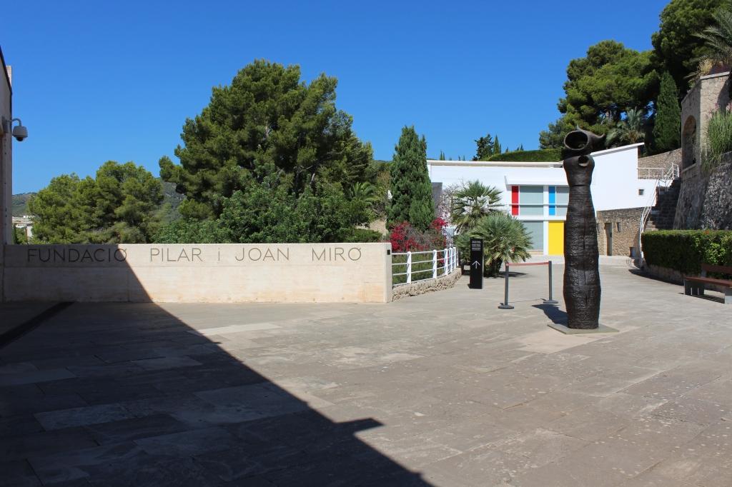 Entrada principal a l'edifici de la Fundació Pilar i Joan Miró a Palma